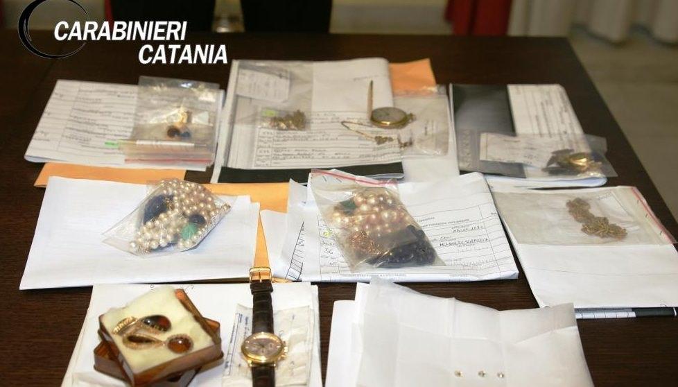 """Blitz dei carabinieri: merce rubata in alcuni """"Compro oro"""" catanesi"""
