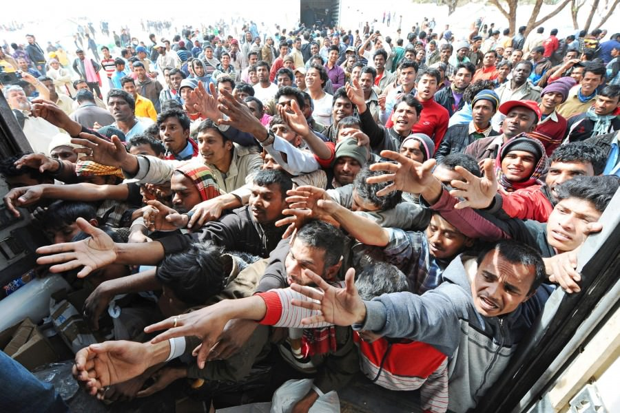 683 disperati soccorsi nel Canale di Sicilia sbarcati a Messina
