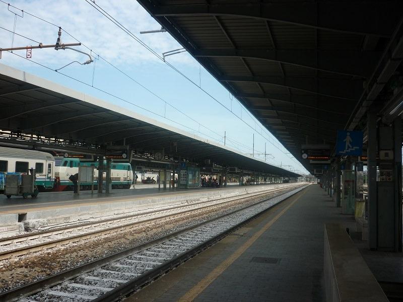 Panico in stazione, spruzzano spray urticante: 4 persone accusano malore