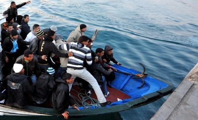 Nuovi sbarchi nella notte, approdati a Lampedusa 67 tunisini: trasferiti in una struttura d'accoglienza