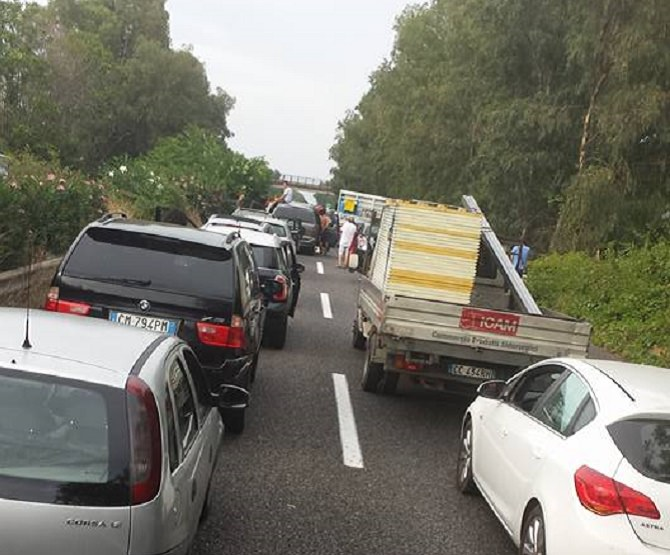 A18 Messina-Catania bloccata a causa di due incidenti: traffico in tilt