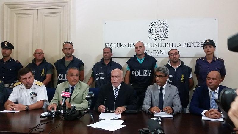 Catania, fermati 8 scafisti per il tragico sbarco di ieri con 49 morti