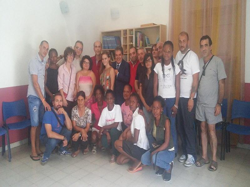 Il sindaco Bianco in visita alla Locanda del Samaritano di Catania