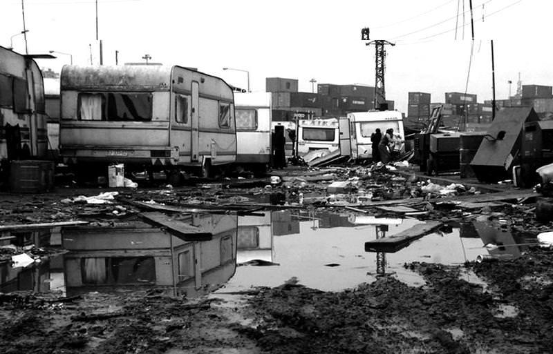 Cosa si nasconde dietro l'incendio del campo rom di viale Africa? Tanti dubbi e perplessità