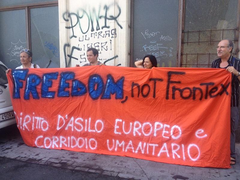 Incendi campi rom: a Catania le associazioni umanitarie chiedono un campo di accoglienza