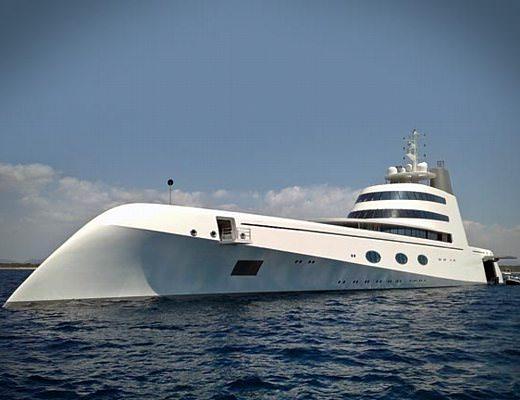 Catania, arriva lo yacht del magnate russo Andrey Melnichenko