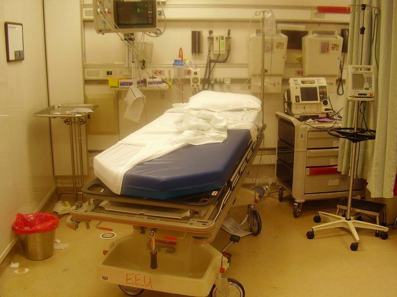 Marsala, muore in ospedale tra scherzi e risate: nove indagati