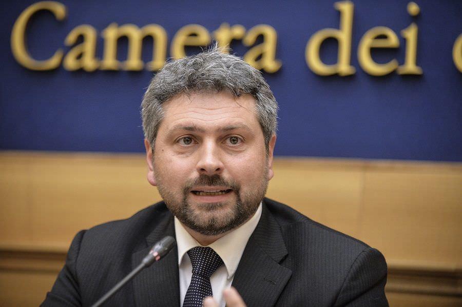 """Catania, le proposte di Artini (AL) sull'immigrazione: """"Lavoro volontario e visto temporaneo"""""""