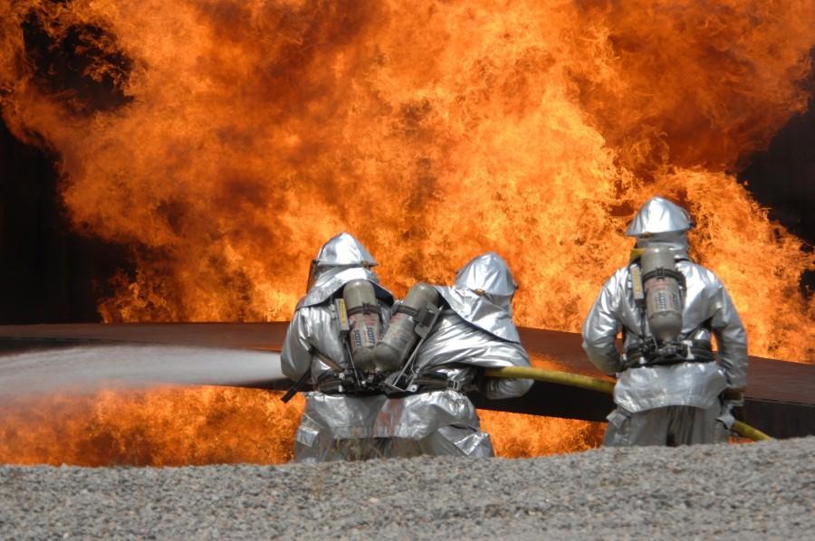Brancaccio, a fuoco il deposito carburante della Sicilia Petroli