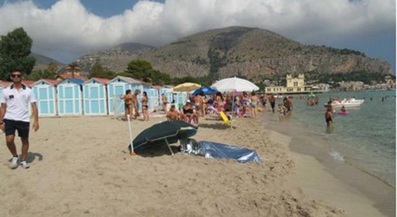 Mondello: bagnino trova cadavere in mare
