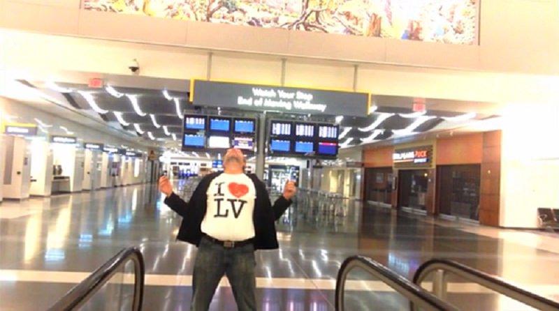 In aeroporto a Las Vegas, gira un video che diventa virale
