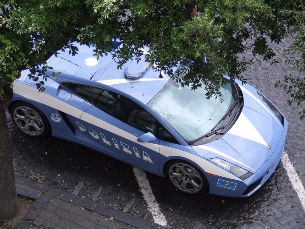 Controlli a tappeto della polizia a Catania