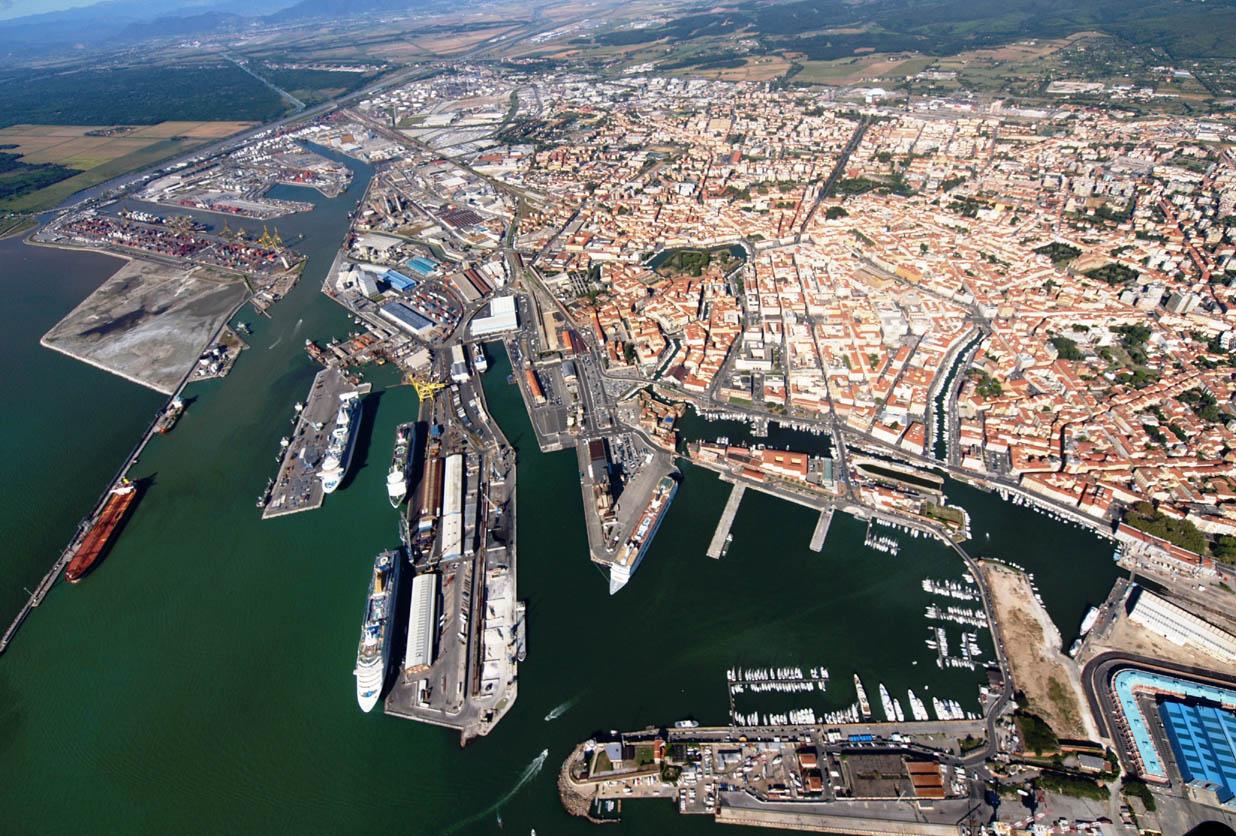Incidente al porto di Livorno. Operaio di Gela ferito gravemente
