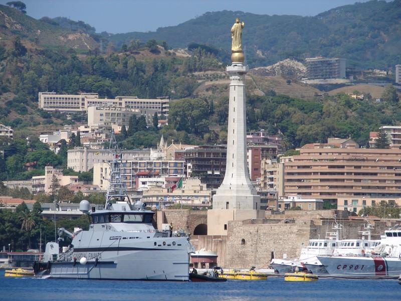 """Messina, consegnata """"Bandiera Navale"""" a due pattugliatori della GdF"""
