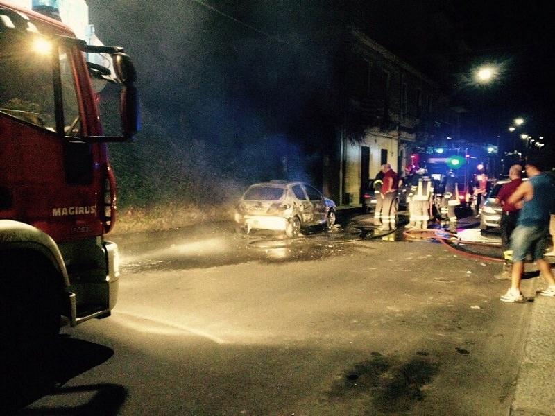 Catania: incendio la scorsa notte in via Carrera. Si sospetta il dolo