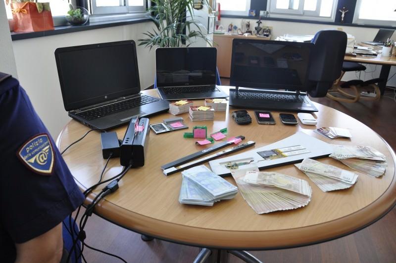 Clonavano carte di credito: arrestati due bulgari a Catania