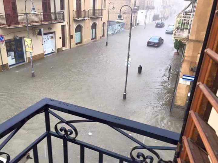Il maltempo in Sicilia: bollino rosso fino alle 24 di domani