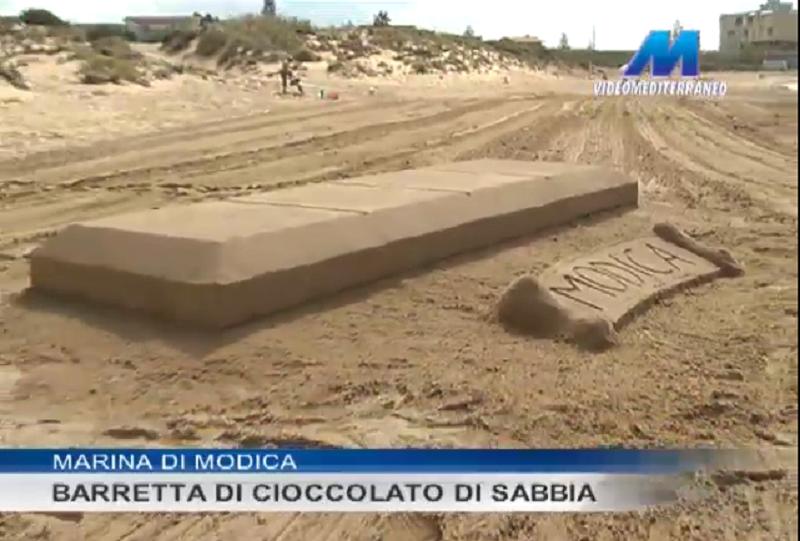 Marina di Modica, barretta di cioccolato realizzata con la sabbia