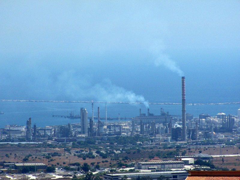 Incidente sul lavoro: muoiono due operai precipitando in un pozzetto nel petrolchimico di Priolo