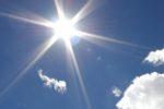 """""""Sole che spacca le pietre"""", ancora belle giornate in Sicilia: caldo a Catania, si sfiorano i 30 gradi a Trapani e Palermo"""