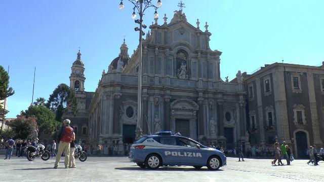 Catania, controlli dell forze dell'ordine nei punti nevralgici della città: quasi 300 sanzioni