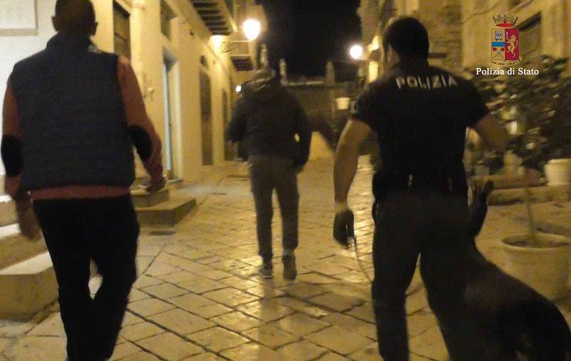 Modica, perquisizione a tutto campo: la polizia setaccia la città. Diverse le denunce