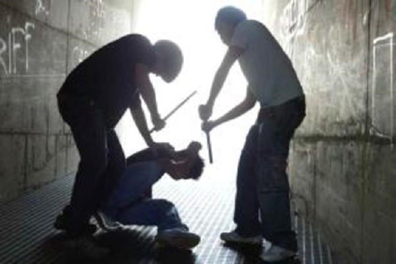 Gravissimo episodio di bullismo: tre 15enni denunciati per stalking, percosse e diffamazione