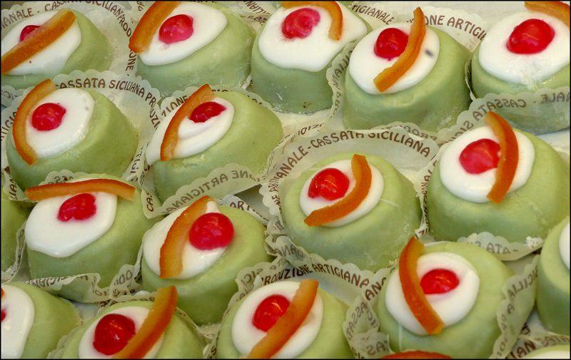 """Dalla Cassata passando per la """"Cuddura"""" fino alla Frutta di Martorana: un tour tra i dolci pasquali della tradizione siciliana"""