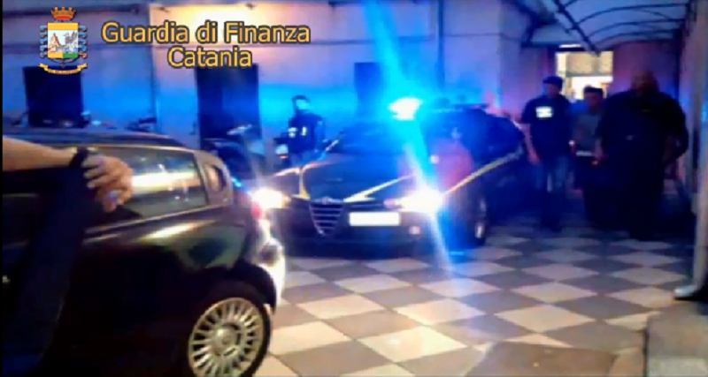 Catania, falsi braccianti agricoli: truffa ai danni dello Stato e corruzione. 17 arresti