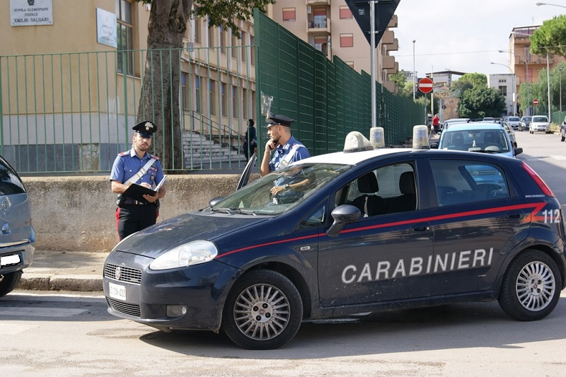 Palermo, ladro arrestato davanti alla scuola