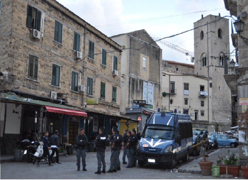Palermo, controlli a tappeto nei quartieri di Ballarò e dell'Albergheria
