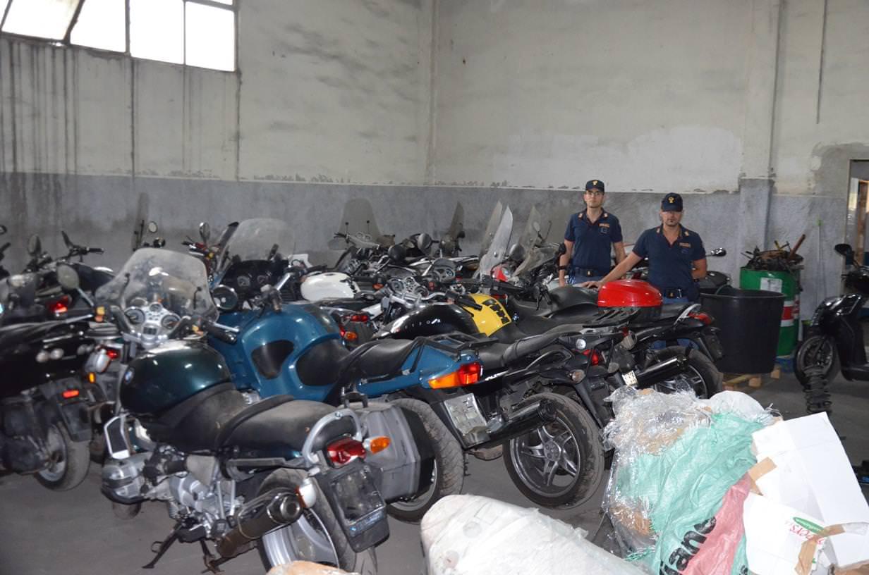 Catania, a San Cristoforo il deposito delle moto rubate pronte per l'Africa