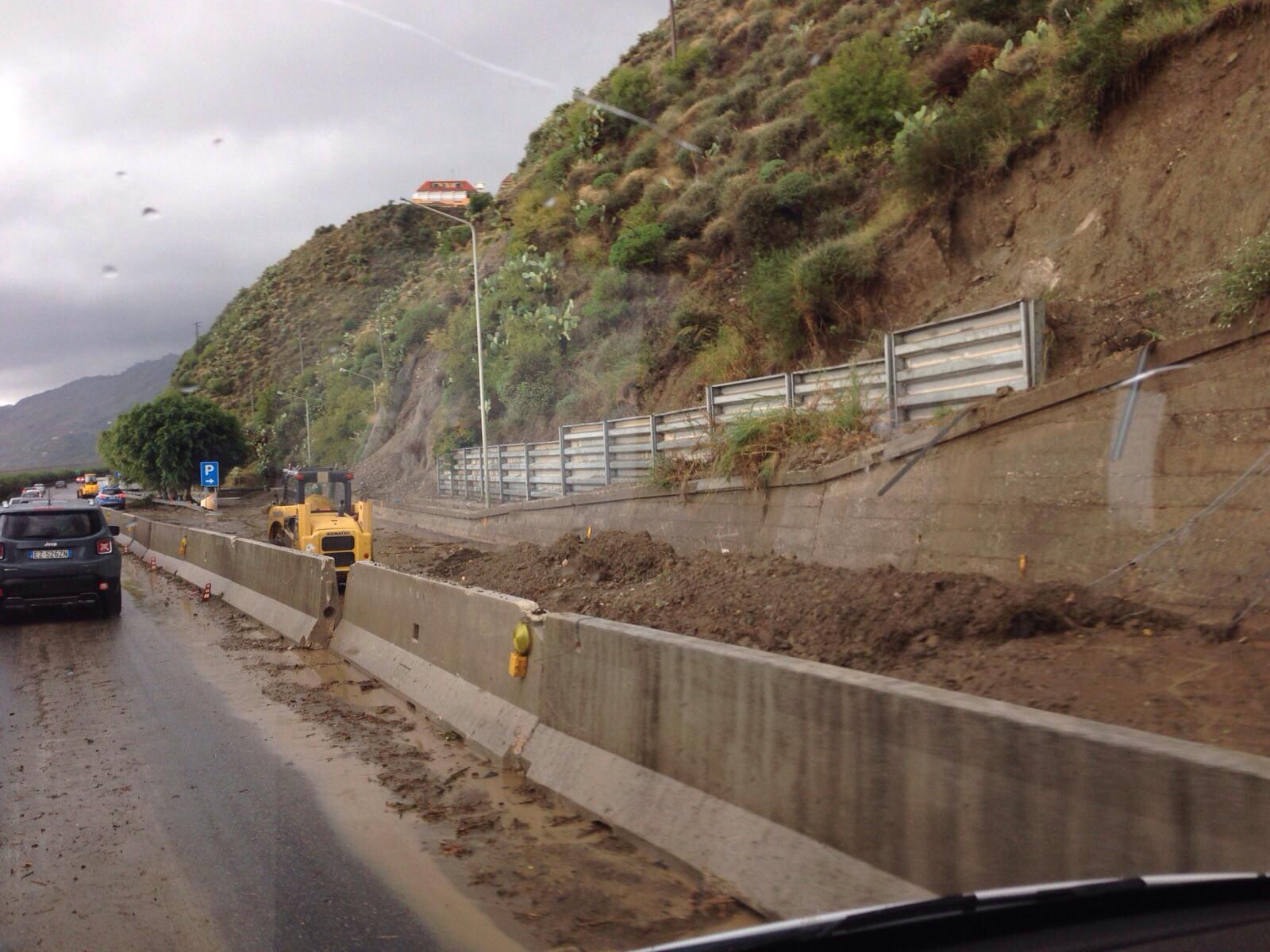 Ennesima frana a Capo Alì: chiusa la statale 114