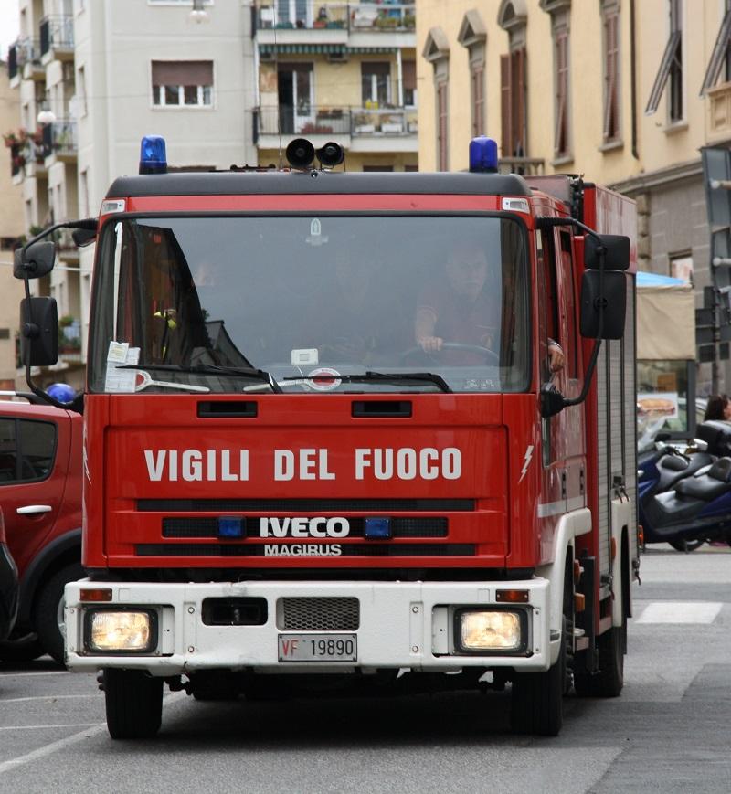 Palermo, esplosione tra le case popolari: gente in strada