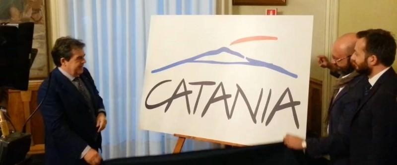 Il nuovo logo di Catania sommerso dall'ironia della rete