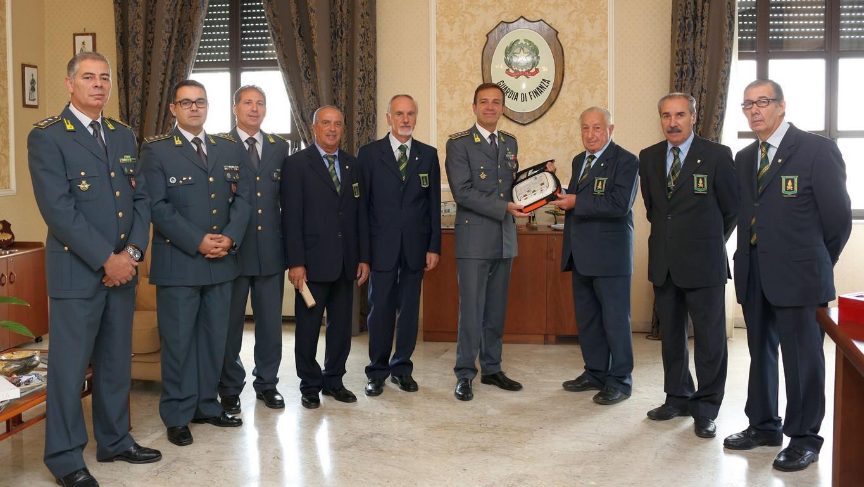 L'ANFI d'Italia dona un defibrillatore al comando della Guardia di Finanza di Catania