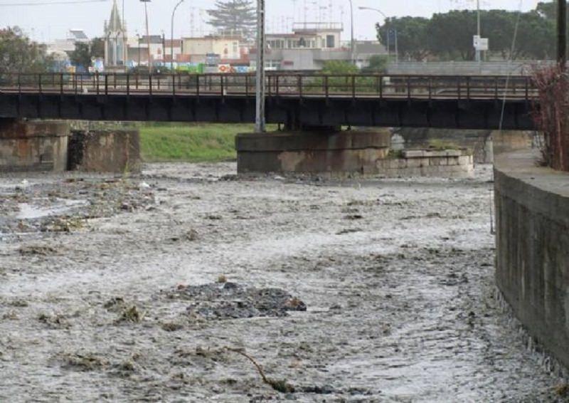 Fiumi in piena nel Messinese.: ritrovato il disperso. Milazzo sommersa dal fango