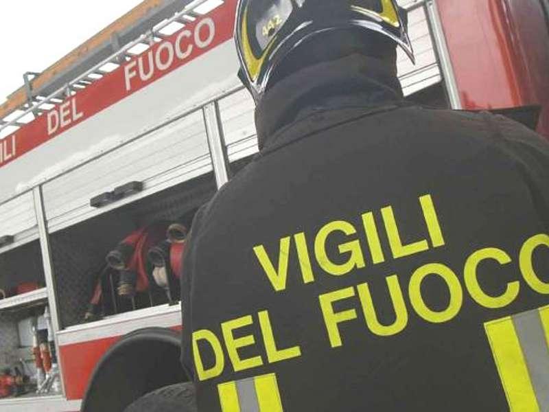 In fiamme appartamento a Catania: salvato un uomo non vedente