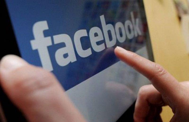 """""""Sì alla pedofilia"""", la pagina Facebook che ha indignato il web"""