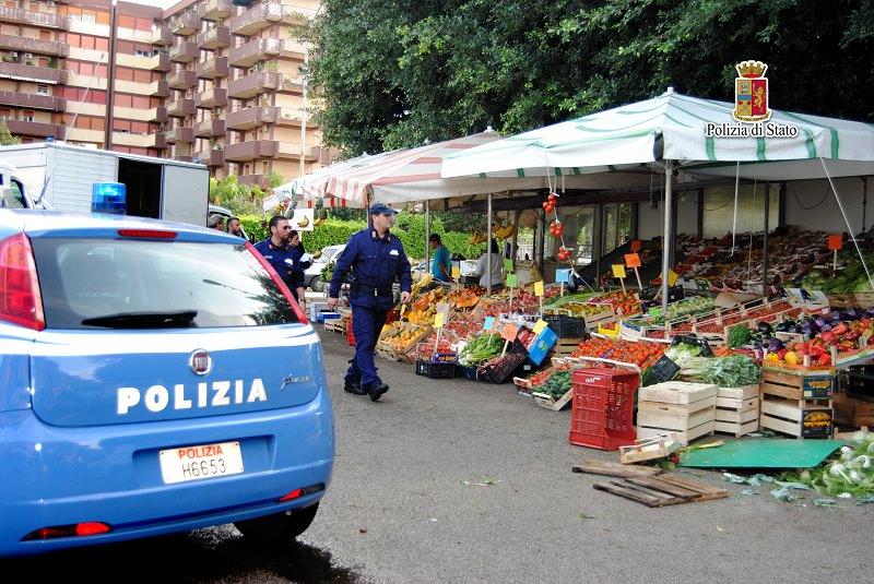 Palermo, abusivismo commerciale: sequestrati oltre 2000 chili di frutta, verdura e pesce