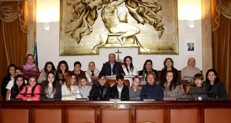"""Studenti del """"Vittorino da Feltre"""" visitano il Palazzo degli Elefanti"""