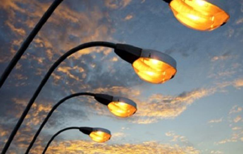 Cade palo illuminazione in via xii gennaio avviate verifiche su