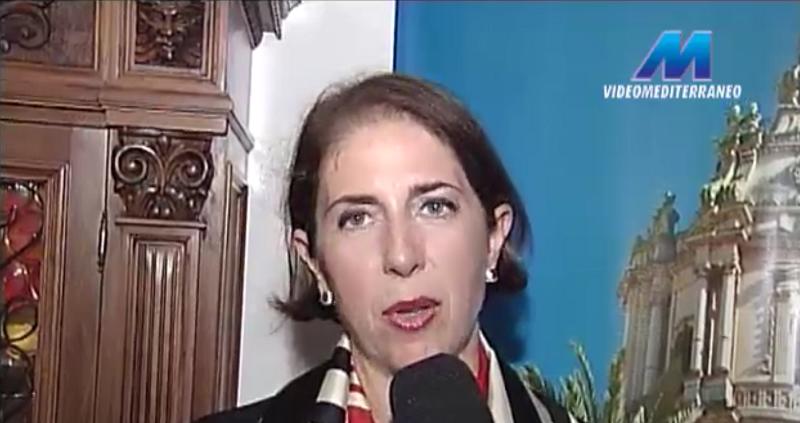 """Lucia Trombatore presenta """"A me ci penso io"""" al Caffè Quasimodo di Modica"""