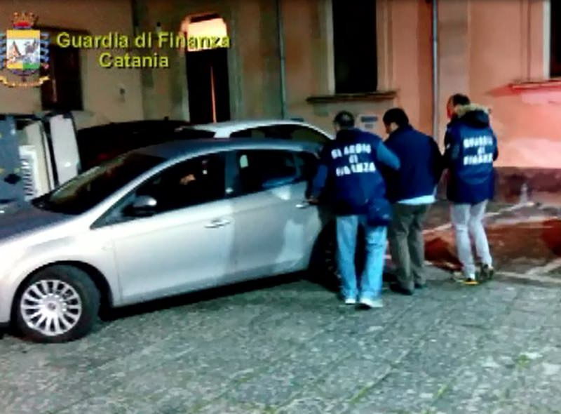 """Disarticolato il """"Gruppo della stazione"""": estorsioni e sequestri di persona, 8 arresti. IL VIDEO"""