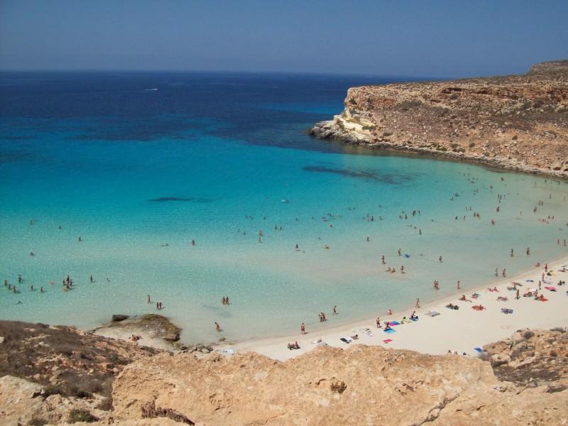 Facebook, tutti pazzi per la Spiaggia dei Conigli di Lampedusa
