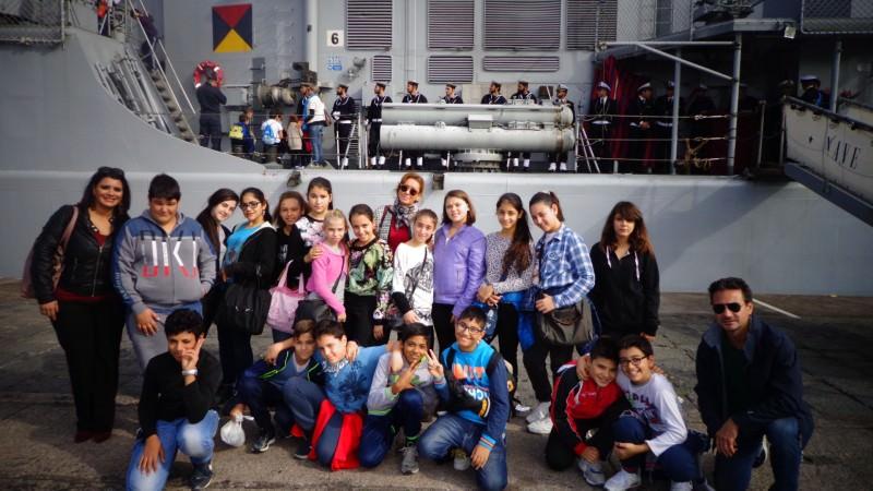 """Catania, studenti visitano la nave """"Maestrale"""" della Marina Militare"""