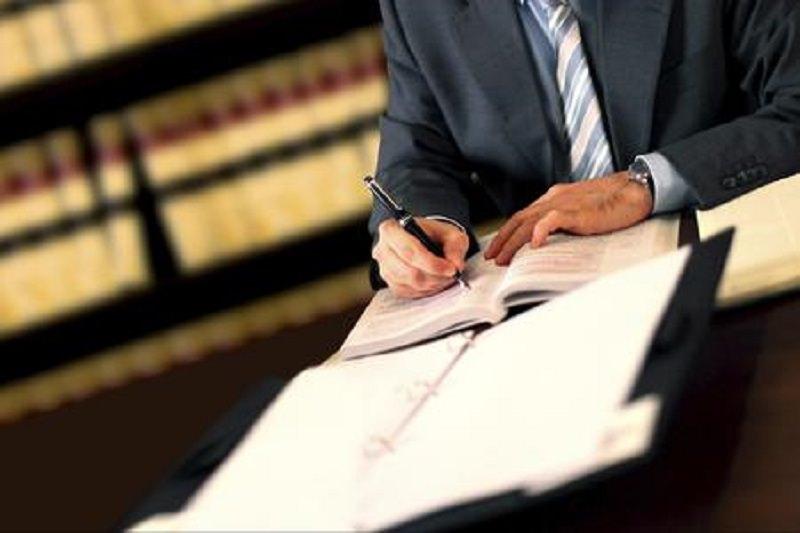 Pagamento in anticipo e contatti falsi, poi non si presentava in tribunale: sospeso avvocato civilista