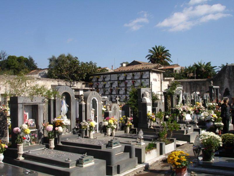 """Cimitero aperto il fine settimana, Sofia: """"Atto di grande responsabilità"""""""