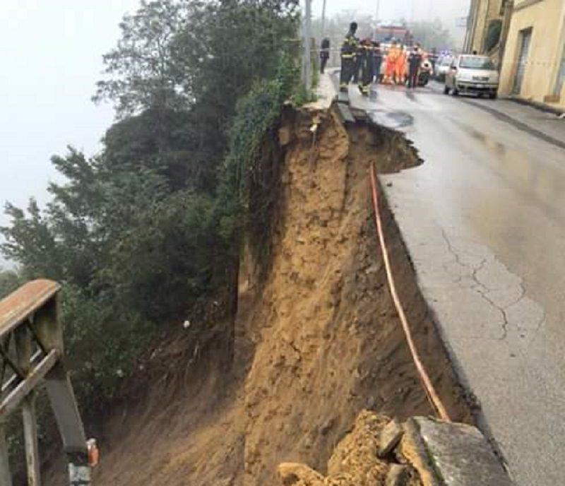 Cede il terreno a Enna, evacuate 5 famiglie