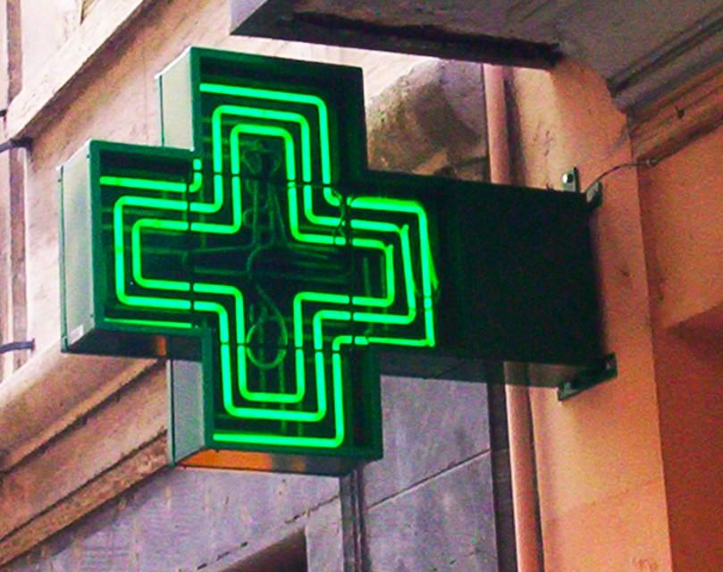 I Nas trovano medicine scadute all'interno di una farmacia, denunciati due farmacisti